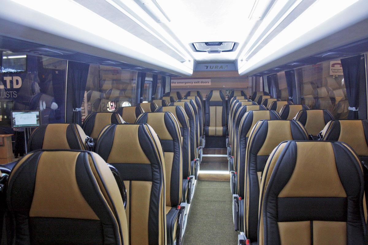 Autocarro 50+ lugares